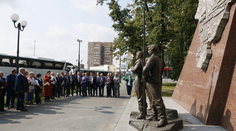 В Тюмени установили памятные доски в честь 100-летия областной комсомольской организации