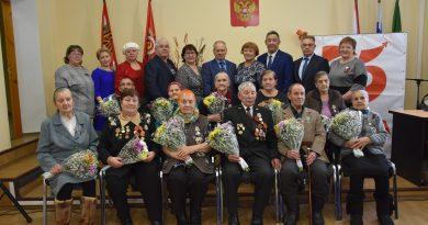 Ветеранам и труженикам тыла Вагайского района вручили юбилейные медали.