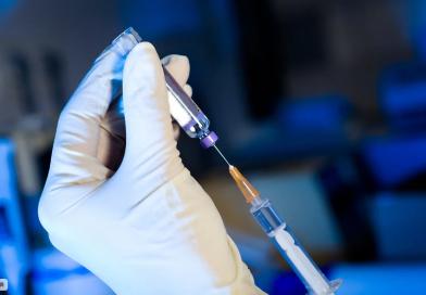 В поликлиники Тюменской области поступила вакцина от коронавируса «ЭпиВакКорона»